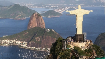 Por una buena causa, así amaneció el Cristo Redentor en Brasil