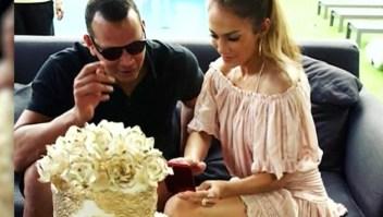 Jennifer López está de cumpleaños y J Balvin exhibe su colección de ropa