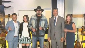 """Pepe Aguilar impulsa la campaña """"Somos Más"""" a favor del voto latino"""