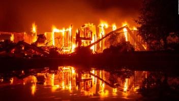 Las llamas amenazan a 95.000 personas en California