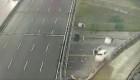 Impactante accidente: un auto cayó al vacío al salirse de una autopista