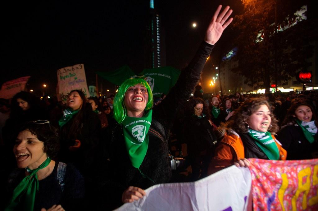 Manifestación a favor del aborto en Santiago de Chile el 26 de julio. (Crédito: CLAUDIO REYES/AFP/Getty Images)