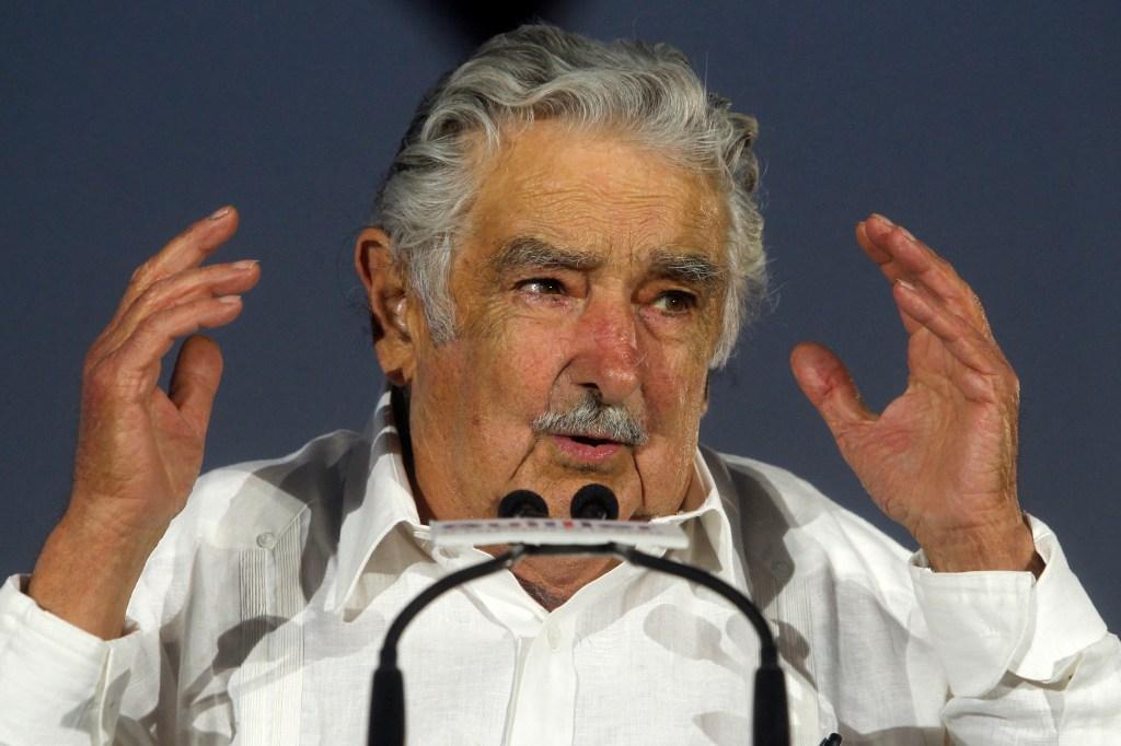 El expresidente de Uruguay José Mujica en una imagen de archivo durante un acto de la campaña electoral de Chile en apoyo del candidato Alejandro Guiller en 2017. (Crédito: CLAUDIO REYES/AFP/Getty Images)
