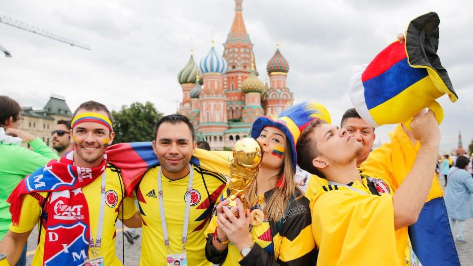 Fanáticos de Colombia en la Plaza roja de Moscú antes del partido de octavos entre su selección y la de Inglaterra. (Crédito: MAXIM ZMEYEV/AFP/Getty Images)