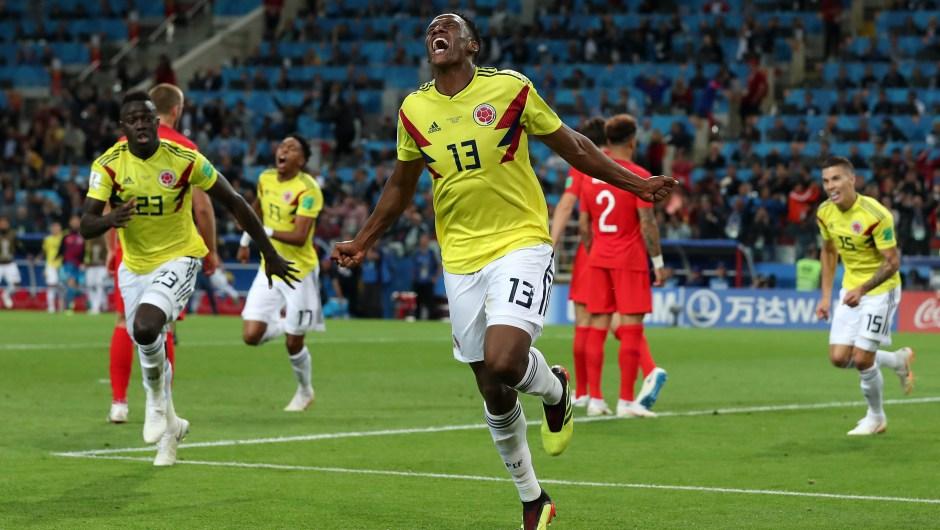 Yerry Mina de Colombia celebra el gol del empate ante Inglaterra que les lleva a la prórroga. (Crédito: Clive Rose/Getty Images)