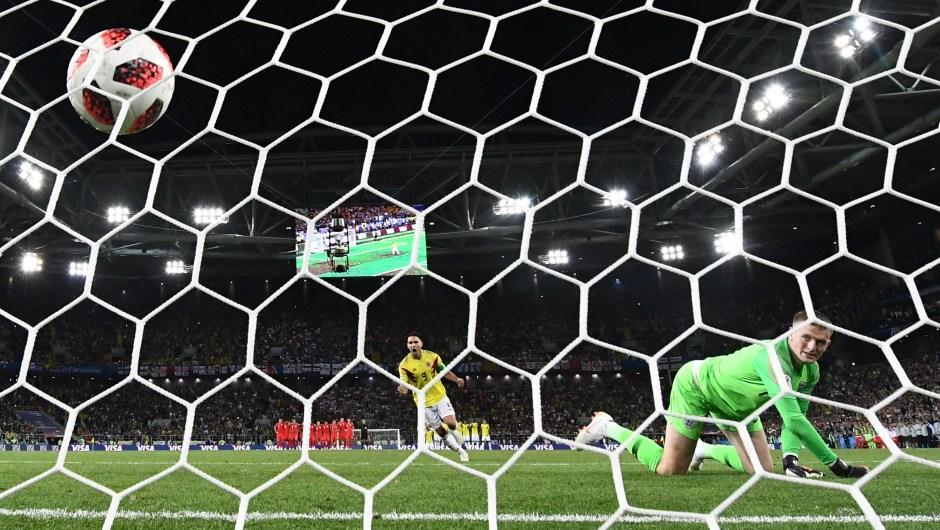 Gol de Falcao de Colombia en los penales ante Inglaterra. (Crédito: FRANCK FIFE/AFP/Getty Images)