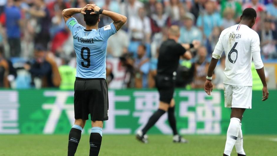 El uruguayo Luis Suárez se echa las manos a la cabeza cuando Francia va ganando por dos goles a cero casi al terminar el partido. (Crédito: Richard Heathcote/Getty Images)