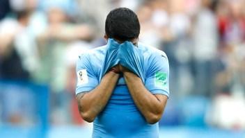 Luis Suárez de Uruguay se tapa la cara tras perder en los cuartos de final contra Francia. Julian Finney/Getty Images)