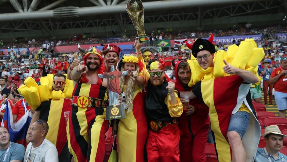 Atmósfera totalmente festiva antes del partido de cuartos de final entre Bélgica y Brasil. Los fanáticos belgas, vestidos para la ocasión. Catherine Ivill/Getty Images)