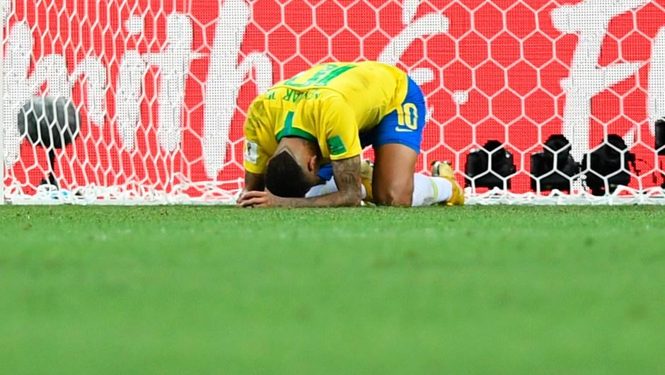 Neymar llora tras perder Brasil en cuartos de final contra Bélgica, que se enfrentará a Francia en semifinales. (Crédito: MANAN VATSYAYANA/AFP/Getty Images)