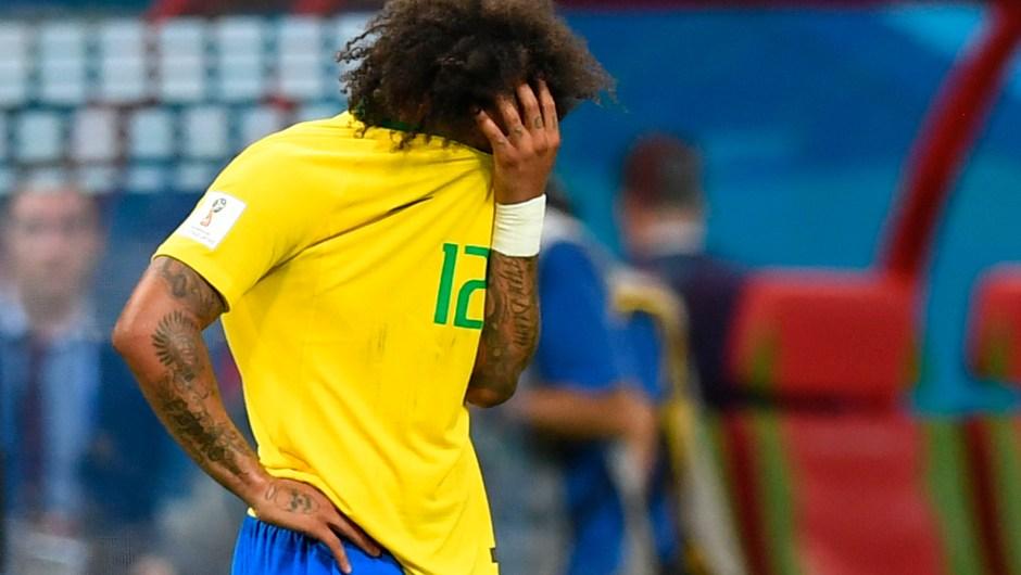 Marcelo también se tapó la cara tras la derrota de Brasil ante Bélgica. (Crédito: MANAN VATSYAYANA/AFP/Getty Images)