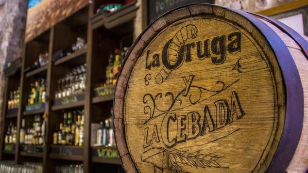 La Oruga Y La Cebada es como un pub británico con sabor mexicano.