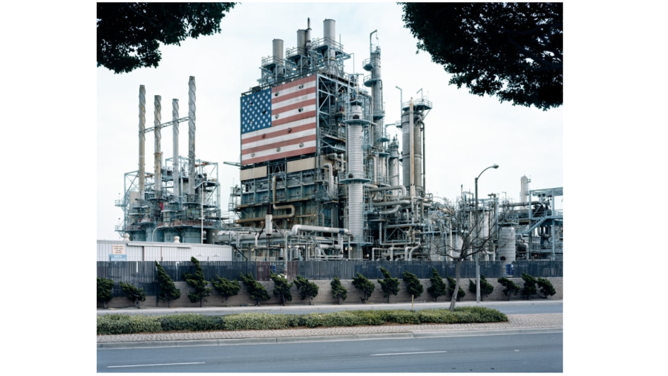"""BP Carson Refinery"" (2007) por Mitch Epstein"