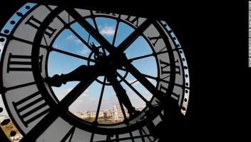 El reloj en el Museo de Orsay en París, Francia, es un remanente de cuando el edificio era una estación.