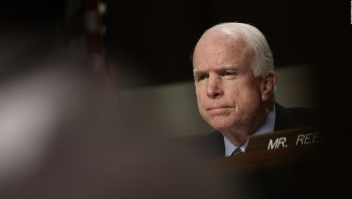 ¿Por qué John McCain tomó la decisión de discontinuar su tratamiento?