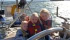 La familia que vive desde hace 10 años en el mar