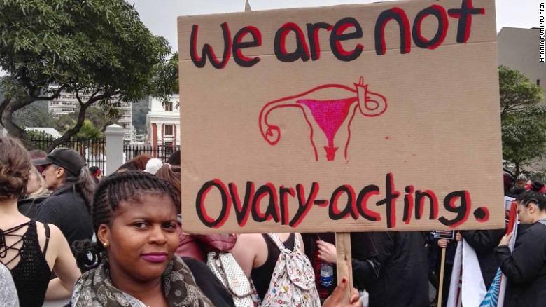 Las mujeres de Sudáfrica se movilizan en contra de la violencia sexual.