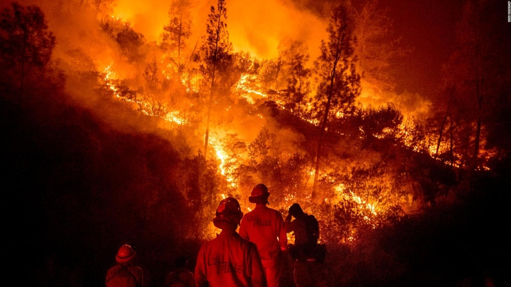 California, bajo el azote de 17 grandes incendios