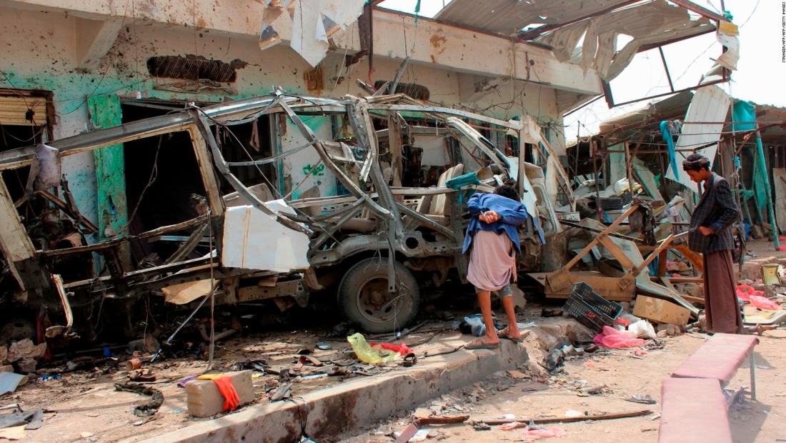 50 niños mueren tras bombardeo en autobús en Yemen