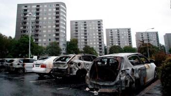 Más de un centenar de autos incendiados y vandalizados en Suecia