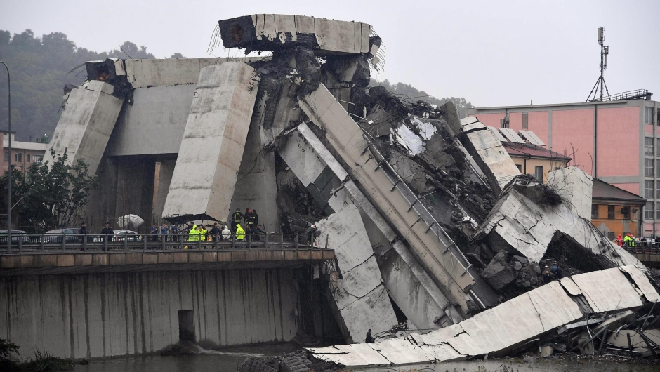 epa06948837 A large section of the Morandi viaduct upon which the A10 motorway runs collapsed in Genoa, Italy, 14 August 2018. Both sides of the highway fell. Around 10 vehicles are involved in the collapse, rescue sources said Tuesday. The viaduct gave way amid torrential rain. The viaduct runs over shopping centres, factories, some homes, the Genoa-Milan railway line and the Polcevera river. EPA-EFE/LUCA ZENNARO