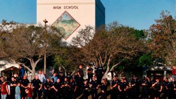 Estudiantes de la secundaria en Parkland regresan a clases
