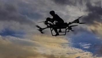 Inventor construye moto voladora en China