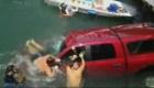 Así fue el rescate de un auto que cayó al mar
