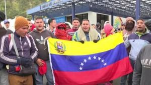 Venezolanos en la frontera con Ecuador: Tengan piedad de nosotros déjenos pasar