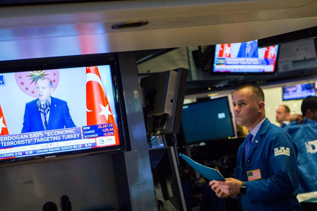 Bolsa de Nueva York el lunes, cuando la lira turca tocó fondo. (Crédito: Eduardo Munoz Alvarez/Getty Images)