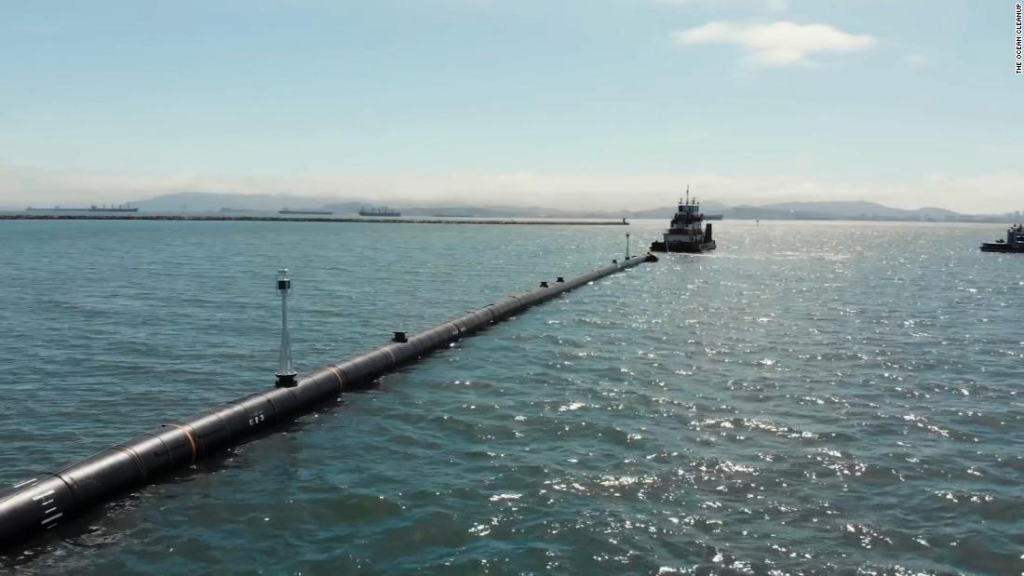 El proyecto quiere extraer el plástico del océano Pacífico, pero hay dudas al respecto.
