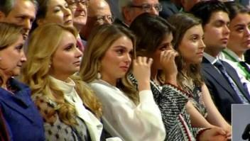 Paulina Peña y Sofía Castro lloran en el sexto informe de EPN