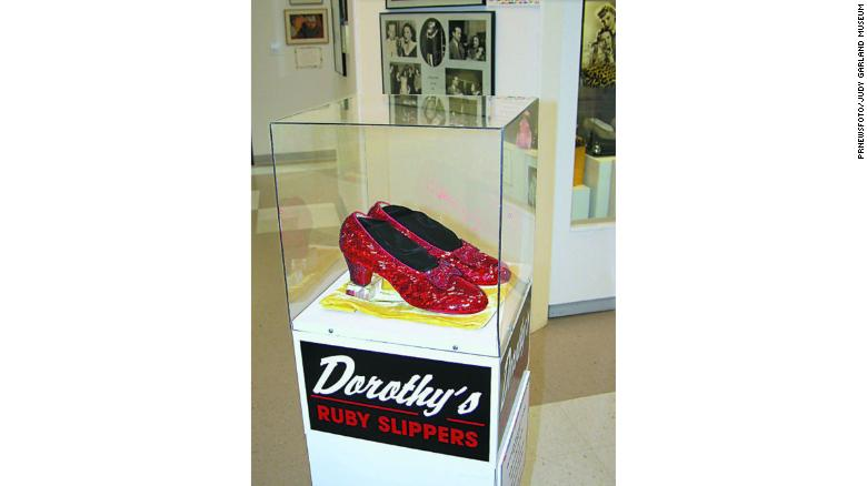 Los zapatos fueron robados en 2005 del Museo Judy Garland en Grand Rapids, Minnesota. (Crédito: PRNewsFoto/Judy Garland Museum)
