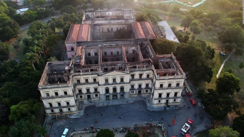 Protestas tras incendio del Museo Nacional de Río de Janeiro