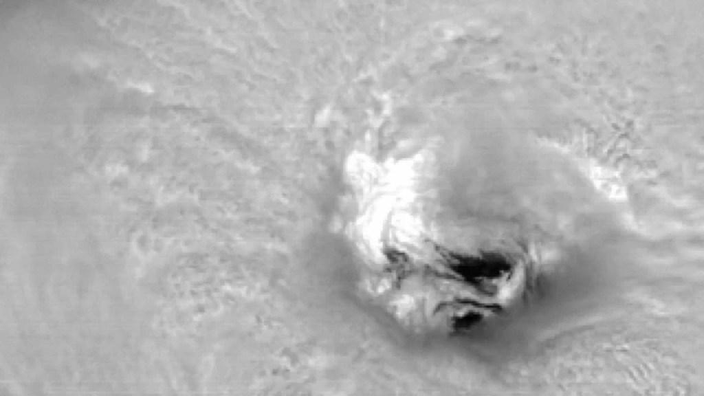 Mira el ojo del poderoso huracán Florence