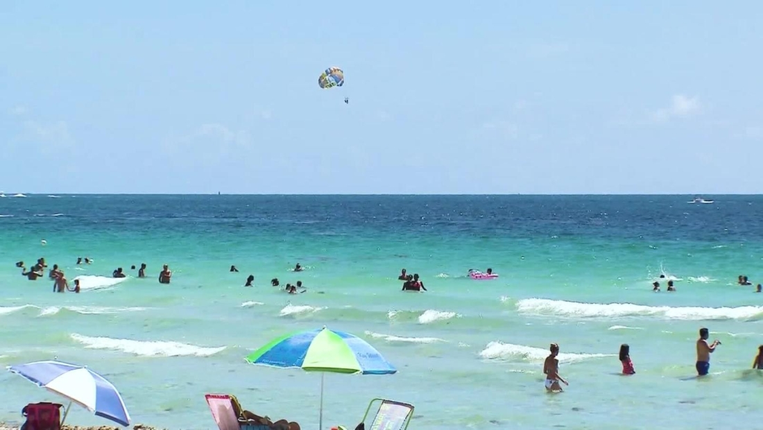 'Topless', concurrido y muy divertido es Miami Beach