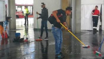 """""""¡A limpiar!"""": así sancionan a 'colados' de Transmilenio en Bogotá"""