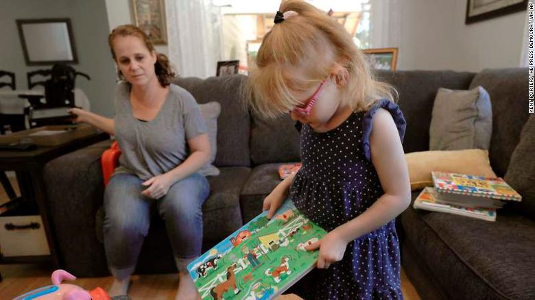 La estudiante de jardín de infancia de California Brooke Adams podrá asistir a la escuela con su medicina basada en el cannabis para tratar la epilepsia.