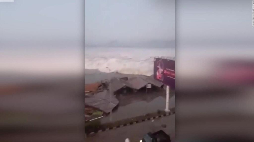 Un tsunami mortal golpea la isla de Sulawesi, Indonesia