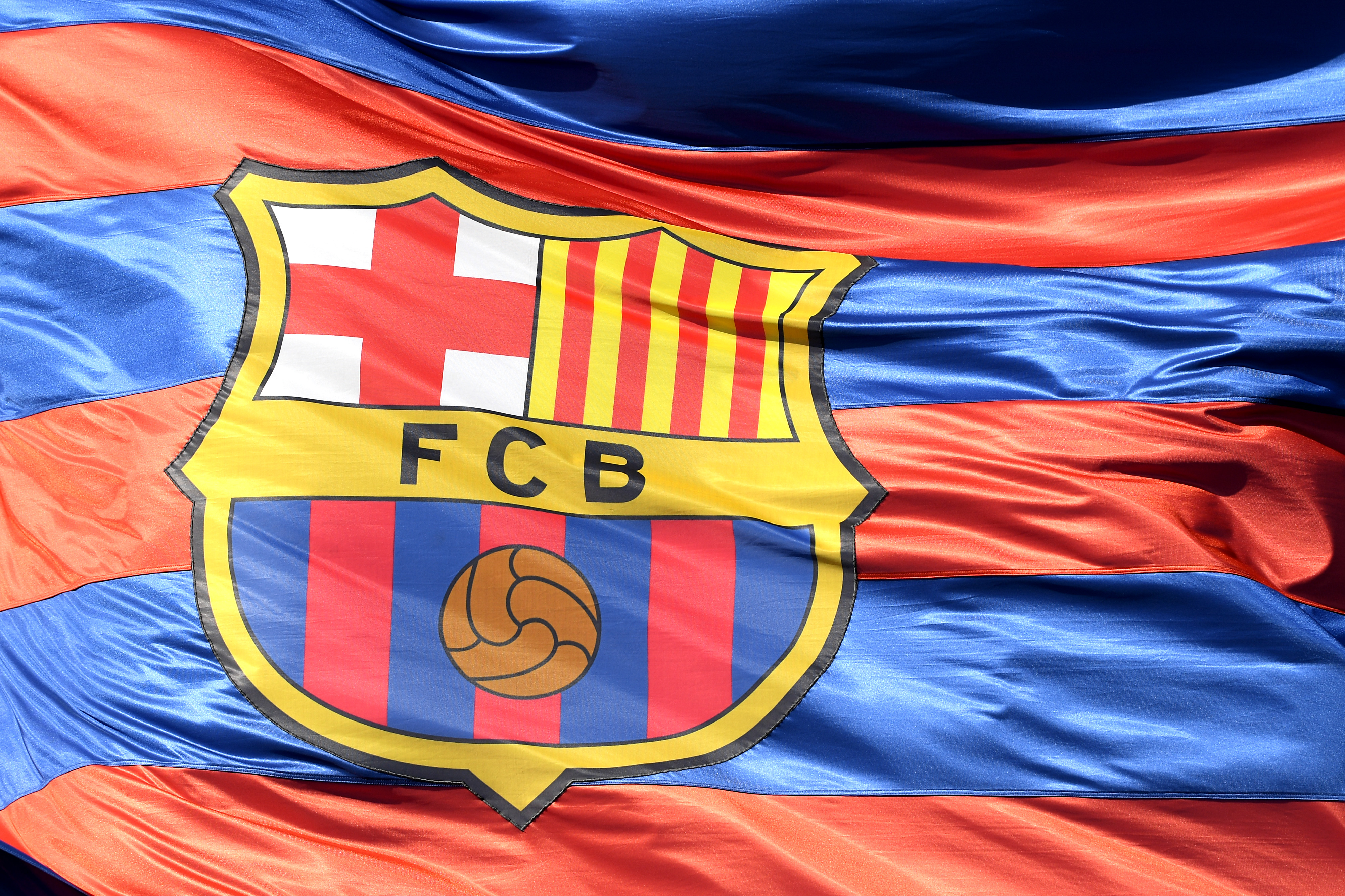 Fc Barcelona Quiere Cambiar Su Escudo El Club Explicó Por Qué Y Esto Dicen En Las Redes Sociales Cnn