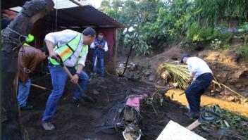 Esfuerzos para brindar apoyo a las familias afectadas por la lluvias en Peribán, Michoacán. (Crédito: Gobierno de Michoacán).