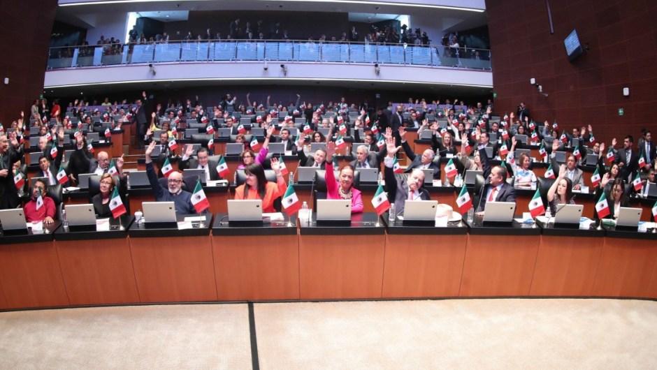 Senadores de México votan a favor del plan de austeridad. (Crédito: Senado de México).