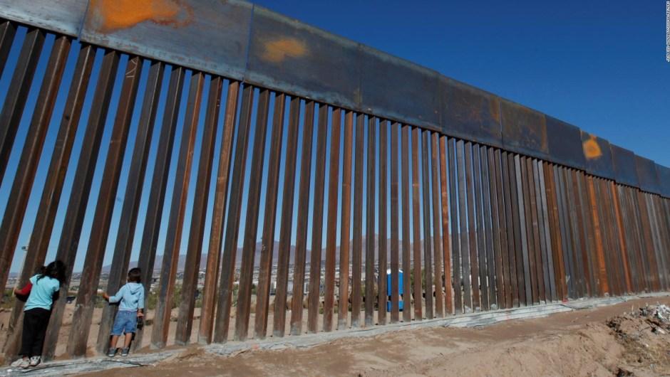 El presidente Donald Trump advierte sobre militarizar la frontera. ¿Puede hacerlo?