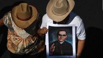 Salvadoreños recuerdan a Óscar Arnufo Romero como un mártir y un guia espiritual