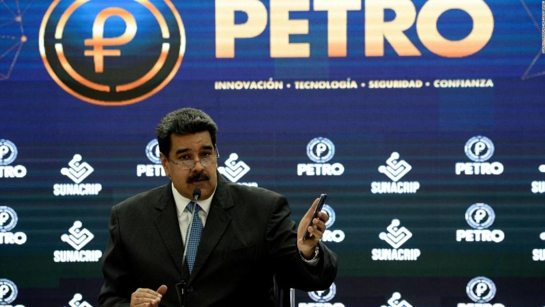 ¿Se está quedando sin efectivo Maduro al pagar los aguinaldos en Petro?