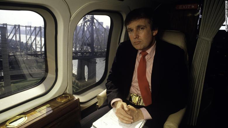 Donald Trump en su helicóptero person al en 1987. (Crédito: Joe McNally/Getty Images)
