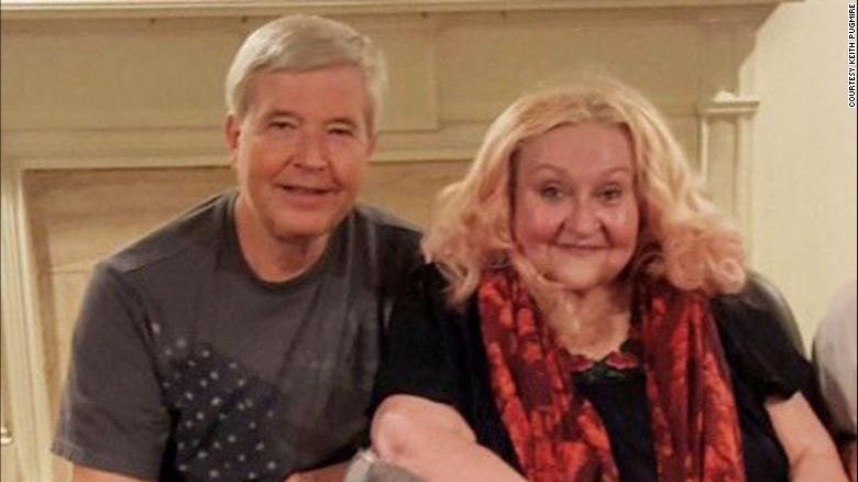 Keith Pugmire dirigió un esfuerzo voluntario para ayudar a la vecina Kathy Felt a salir de su silla de ruedas cada noche.