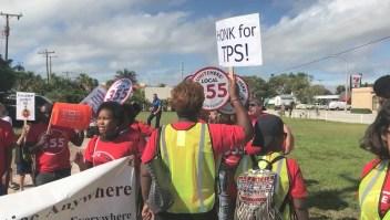 Un juez de California suspende cancelación de TPS