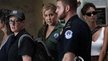 Amy Schumer y Emily Ratajkowski fueron arrestadas en protesta contra Kavanaugh