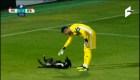 Un perro juguetón invade campo de fútbol